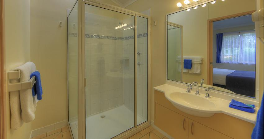 BIG4 Moruya Deluxe Unit Bathroom