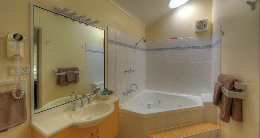 BIG4 Moruya Spa Unit Bathroom