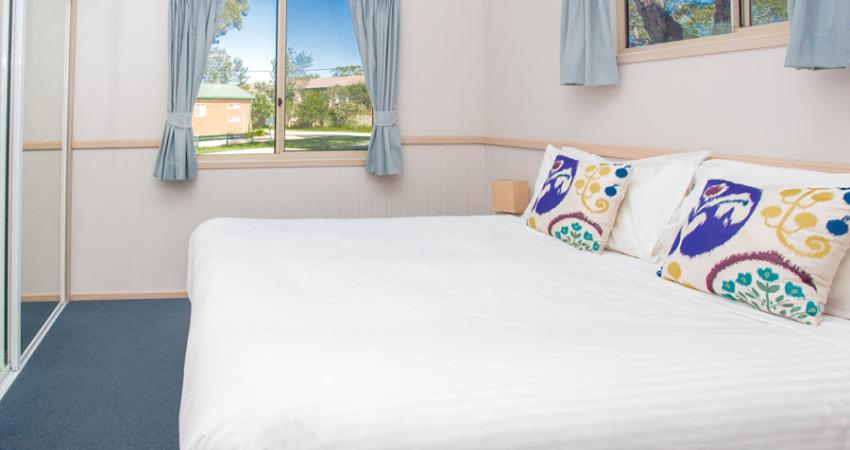 Easts Moruya Accommodation Poolside Spa Cabin 900px Jul 19 0013